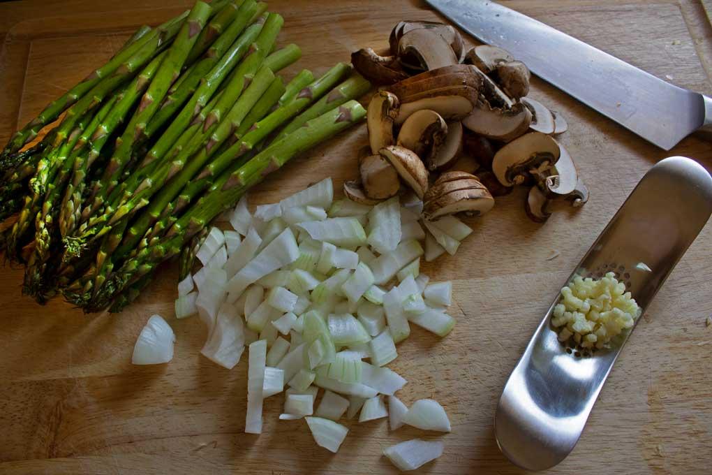 ingredients to make asparagus-ricotta tart