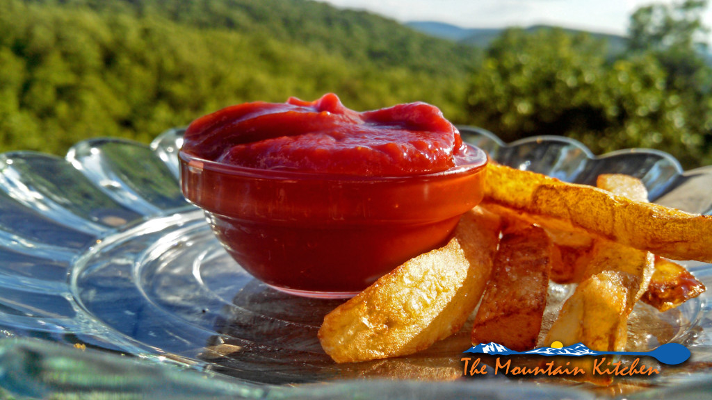 Learn how to make homemade ketchup from scratch. This easy recipe can be made in a matter of minutes. Using all natural ingredients, it's simple and tasty! | TheMountainKitchen.com