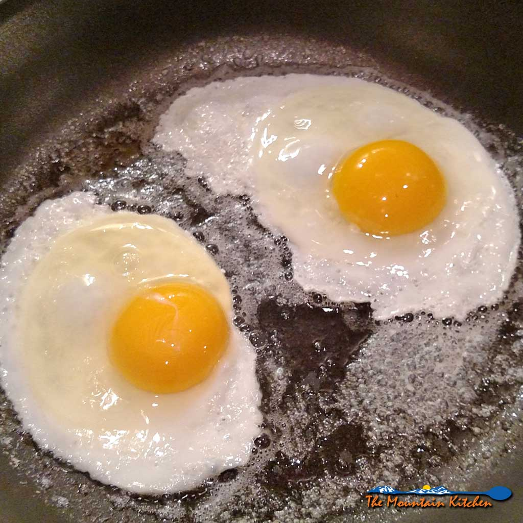 How to Fry An Egg {The Mountain Kitchen Tips