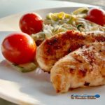This Tuscan Chicken Zucchini Noodles are a match made in heaven. Seared Tuscan spice rubbed chicken served with creamy ricotta zucchini noodles and ripe juicy cherry tomatoes. | TheMountainKitchen.com