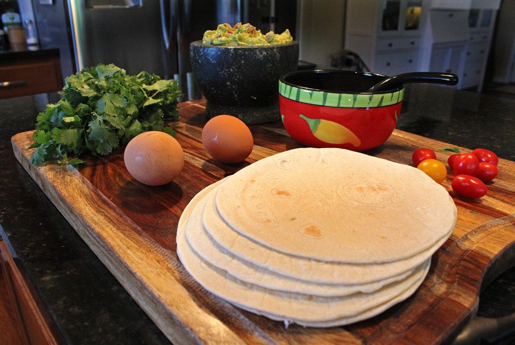 ingredients to make breakfast pizza