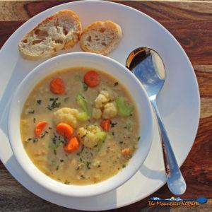 Cauliflower Corn Chowder {A Meatless Monday Recipe