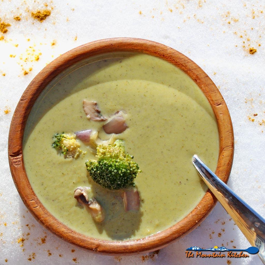 Broccoli Potato Soup {A Meatless Monday Recipe