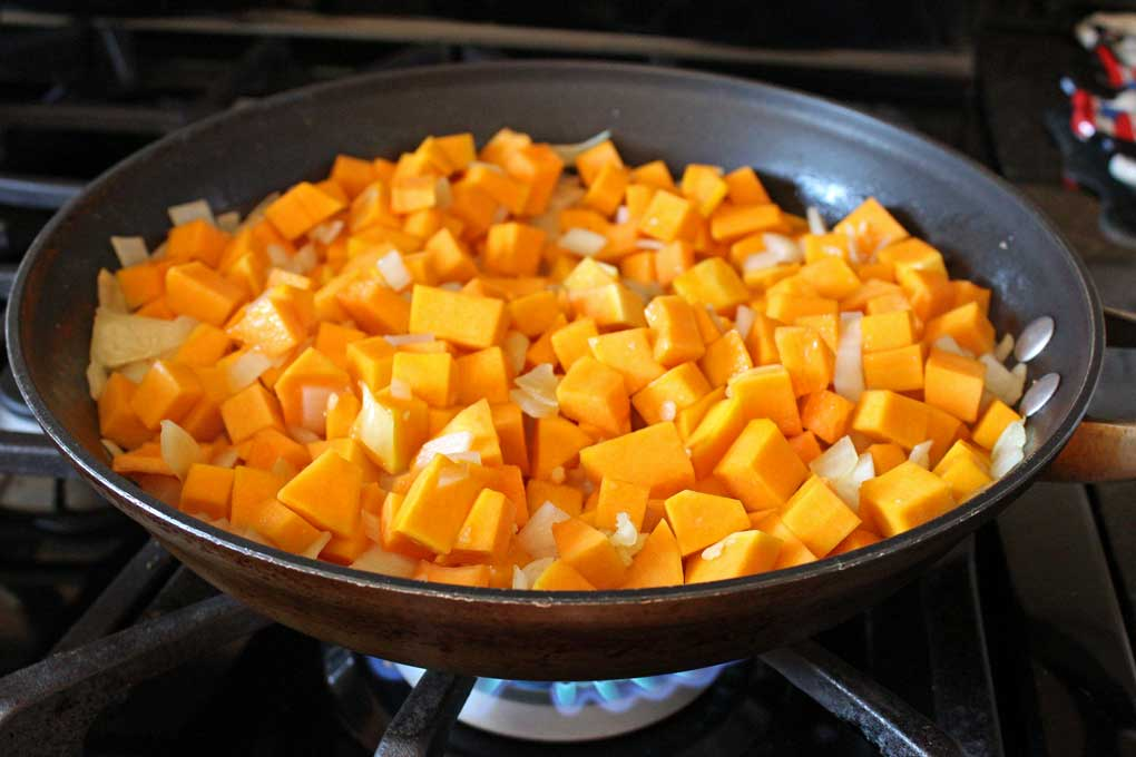 squash, onions and garlic in skillet cooking