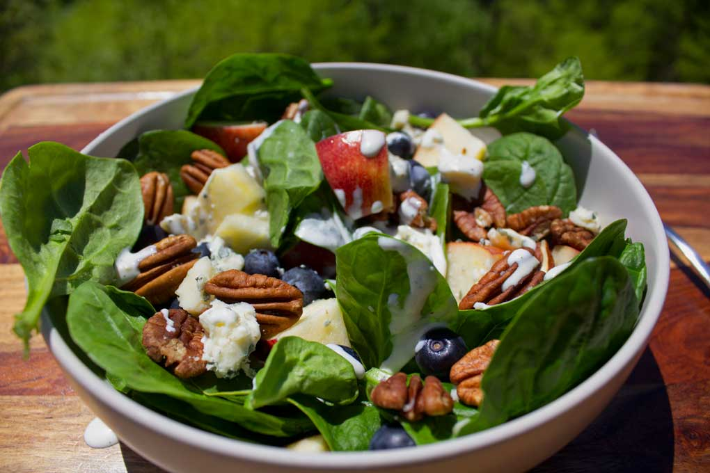 blueberry spinach salad ready to eat